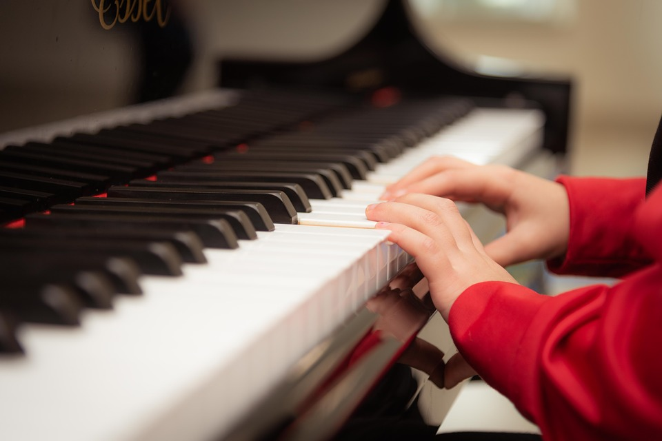 Play the piano with the help of the online classes